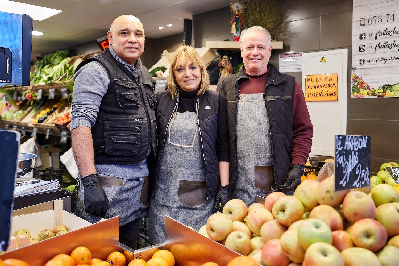 Frutas Los Pocholos. Puestos 59 y 60.